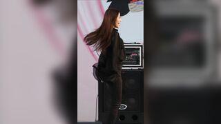 Korean Pop Music: Loona - Yves 3
