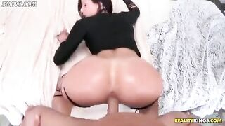 Pussy Lips that Grip the Cock: Riding Cock